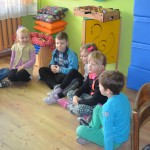 """Zajęcia edukacyjne w kręgu o tematyce : ,,Jak dbam o higienę dnia codziennego"""""""